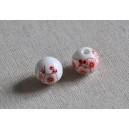 Perles blanches fleurs rouges en céramique diam 12mm    (lot de 2)