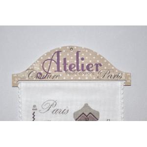 """Cintre en bois et tissu """"Atelier Haute Couture"""" pour bannière brodée, toise, boutis, etc..."""