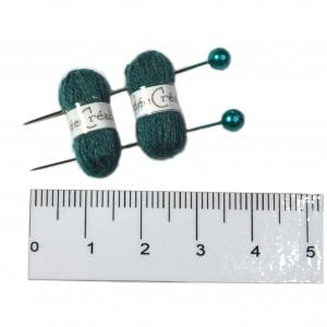 2 Pelotes de laine + 2 aiguilles assorties, lot vert moyen