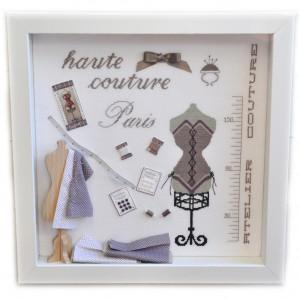 Vitrine Haute Couture : kit complet de broderie au point de croix avec miniatures de broderie