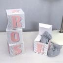 Cubes lettres prénom en carton épais et tissu imprimé pour chambre d'enfant motifs : rose, gris et blanc