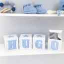 Cubes lettres prénom en carton épais et tissu imprimé pour chambre d'enfant motifs : bleu,  gris