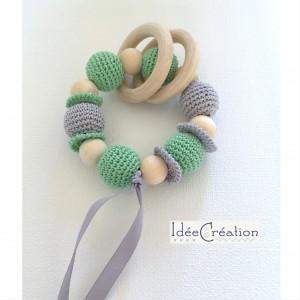 Hochet, anneau de dentition en bois et coton, modèle vert menthe et gris