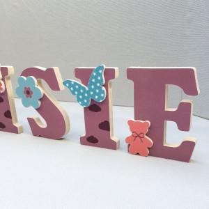 Lettres prénom en Bois et tissu imprimé pour chambre enfant motifs Mauve, Violet, Turquoise, rouge