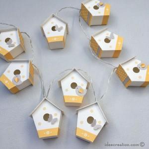 guirlande lumineuse nichoirs pour chambre de b b mod le maisons oiseaux en jaune et gris. Black Bedroom Furniture Sets. Home Design Ideas