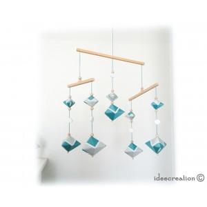 Mobile Bébé formes géométriques en bois et fil de coton pour chambre d'enfant : modèle Turquoise clair, foncé et Blanc