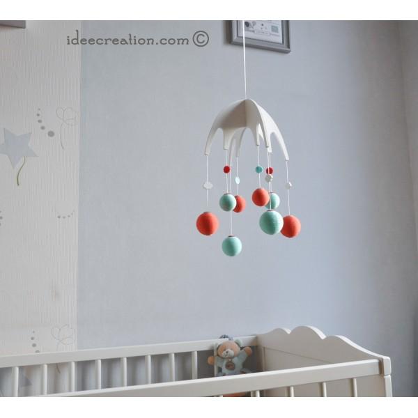Mobile Bébé en bois, boule de coton et feutrine pour chambre d ...