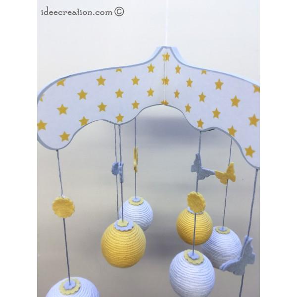 mobile b b en bois boule de coton et feutrine pour chambre d 39 enfant mod le jaune et gris. Black Bedroom Furniture Sets. Home Design Ideas