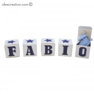Cubes lettres prénom en carton épais et tissu imprimé pour chambre d'enfant et bebe motifs : bleu marine et gris