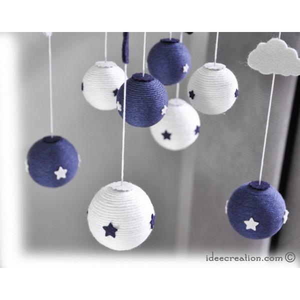 mobile b b en bois boule de coton et feutrine pour chambre d 39 enfant mod le bleu marine et. Black Bedroom Furniture Sets. Home Design Ideas