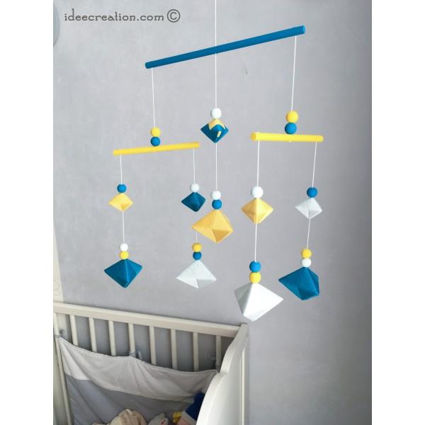 mobile bebe formes g om trique en bois et fil de coton pour chambre d 39 enfant mod le bleu canard. Black Bedroom Furniture Sets. Home Design Ideas