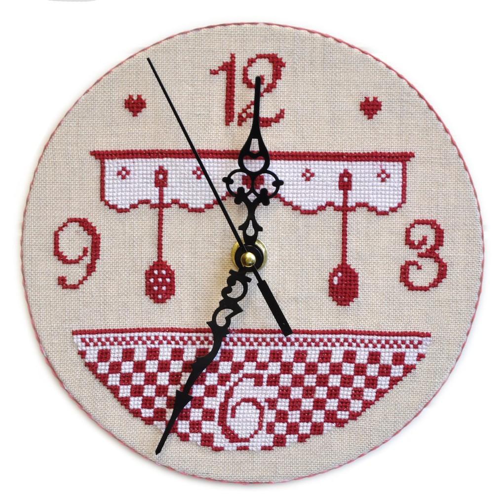 Horloge De Cuisine Grille Seule Avec Explications Cartonnage Broderie Au Point De Croix Ideecreation