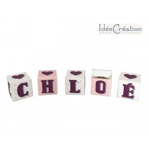Cubes lettres prénom en carton épais et tissu imprimé pour chambre d'enfant motifs : rose, violet prune