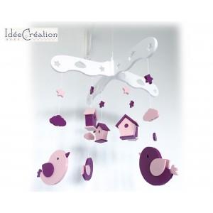 """Mobile Bébé """"Oiseaux & Nichoirs"""" modèle rose, violet prune et blanc"""